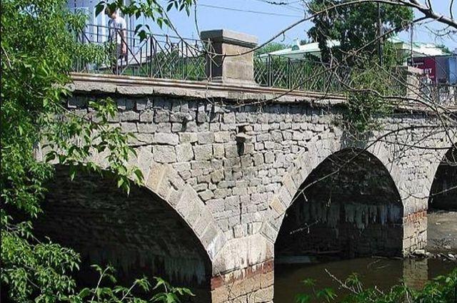 Чиновники обещают сохранить исторический район Царского моста