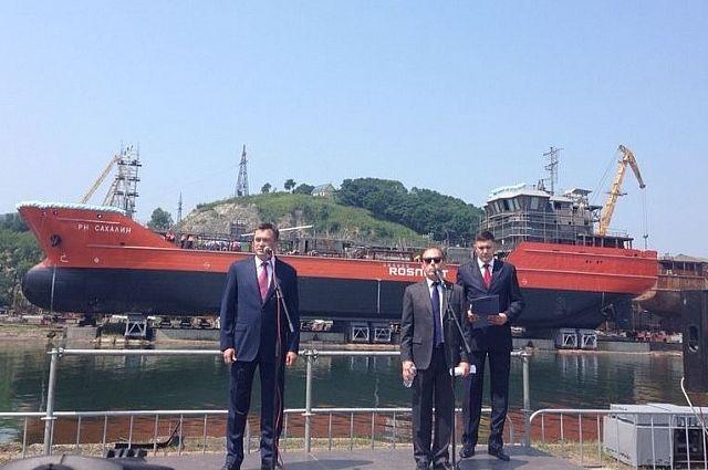 На церемонии спуска на воду танкера.