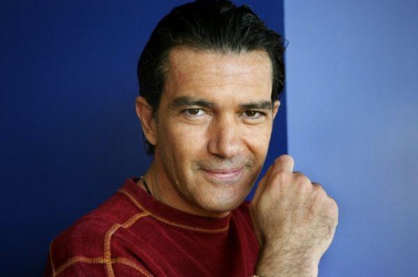 У актера также есть свой бренд духов и модной одежды, им управляет испанская компания Puig.