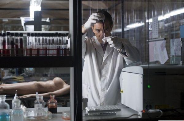 Новый Бандерас предстал перед зрителем в ленте «Кожа, в которой я живу» Педро Альмодовара (2011). Режиссер и актер продолжили сотрудничество спустя 21 год с момента последней совместной картины.