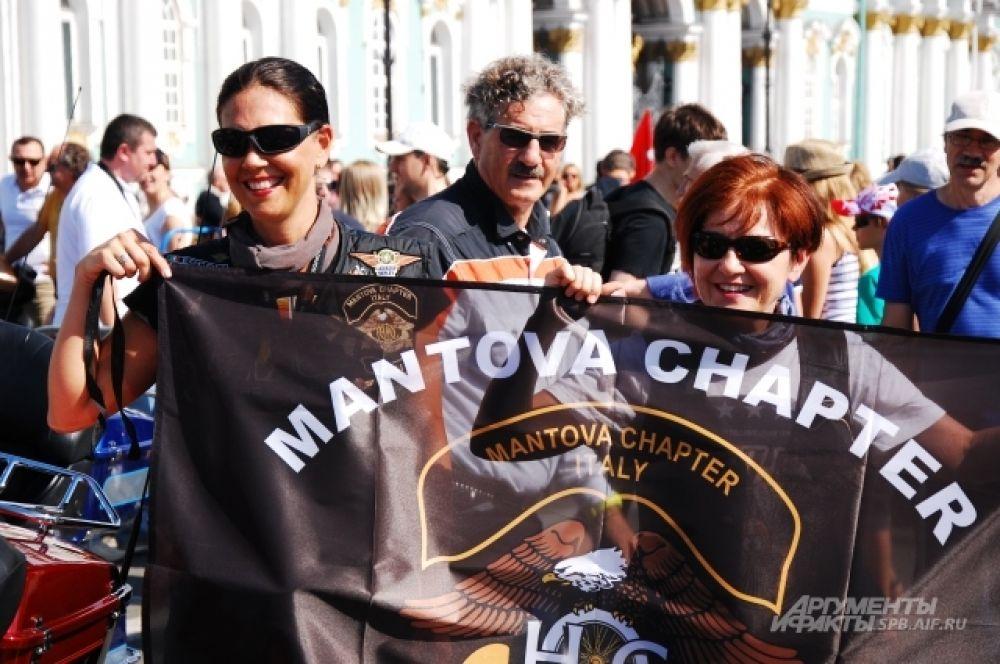 Байкеры из Италии на Дворцовой площади.