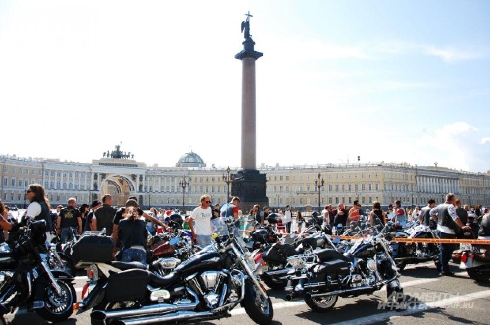 Мотофестиваль стал украшением второй августовской субботы, богатой на события в Петербурге.
