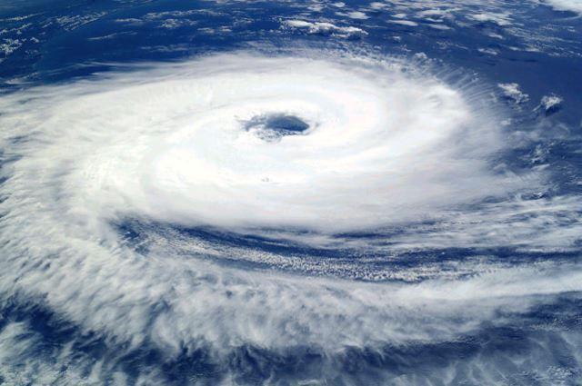 Тайфун. Вид из космоса.
