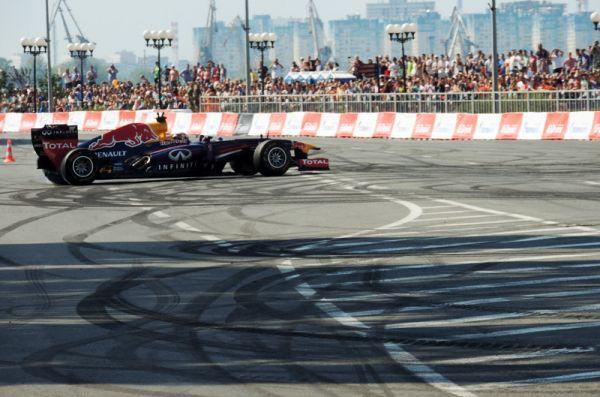 Нижегородцам продемонстрировали болид команды «Формулы-1» Red Bull Racing.