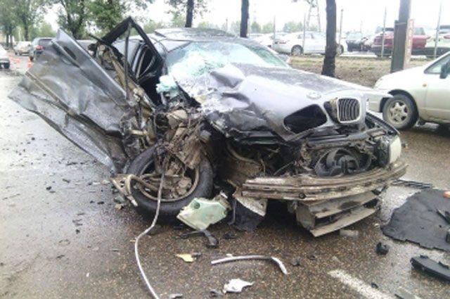 После ДТП водителя и пассажира BMW с тяжелыми травмами госпитализировали.
