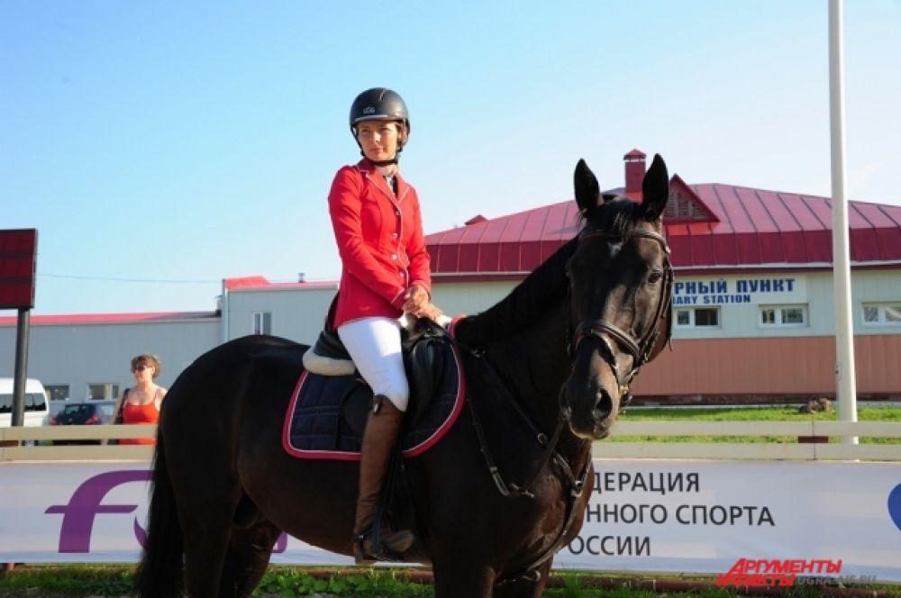Победительницей Гран-при «Кубок Югры» с высотой препятствий до 150 см стала мастер спорта международного класса, член сборной России по конкуру Анна Громзина из Санкт-Петербурга.