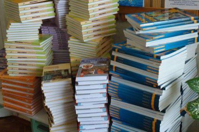 Новые учебники в школы закупят на 17 млн рублей.