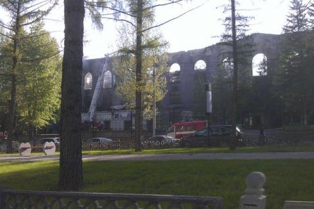 Уничтоженное пожаром здание, в котором раньше располагался парк чудес.