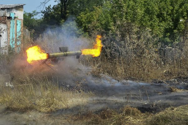 В Донецке слышны залпы тяжелого артиллерийского оружия и «Градов»