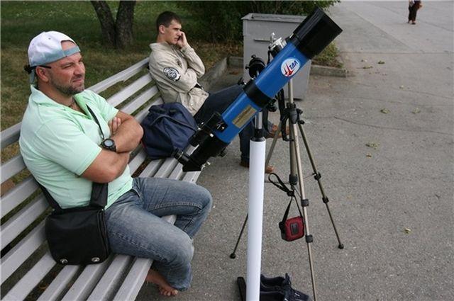 Хотя телескоп редко бывает лишним, наблюдать Персеиды можно и без него.