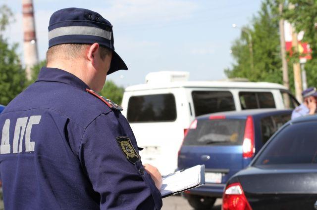 В ДТП с мотоциклистом и маршруткой разбираются дорожные полицейские.
