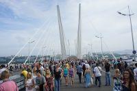 Как минимум, один раз в год Золотой мост становится пешеходным.
