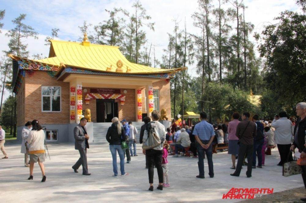 Гости смогли принять участие в традиционном молебне.