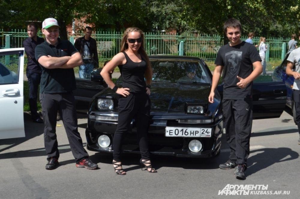 Toyota Supra 1990 года выпуска в легендарном кузове JZA70 приехала из Красноярска. По итогам соревнований в тройку призёров не вошла, но глаз и слух однозначно радовала.