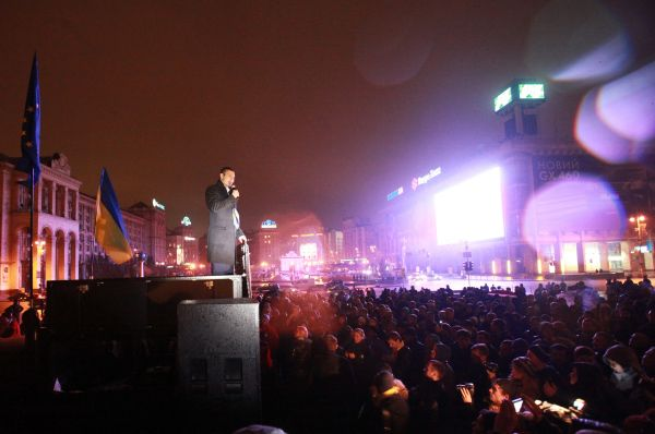 Евромайдан начался ещё осенью прошлого года – вечером 21 ноября на Майдан Незалежности вышли около двух тысяч человек. Митингующие были недовольны отказом правительства Украины подписать договор об ассоциации с ЕС.