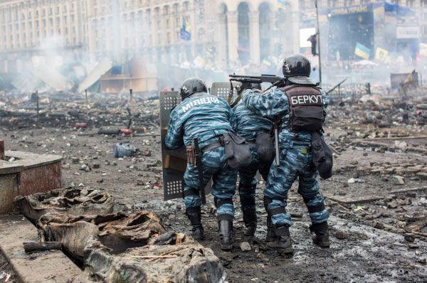 Через три дня Виктор Янукович в присутствии министров иностранных дел Польши, Германии и Франции подписал соглашение об урегулировнии политического кризиса. Следующей ночью президент покинул Киев.
