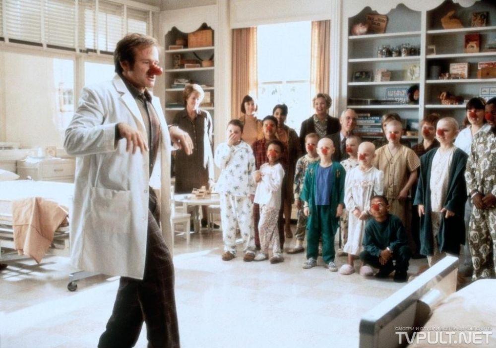 Многие считают, что в фильме 1998 года «Целитель Адамс», рассказывающим про доктора, который лечил своих пациентов смехом, Уильямс сыграл самого себя