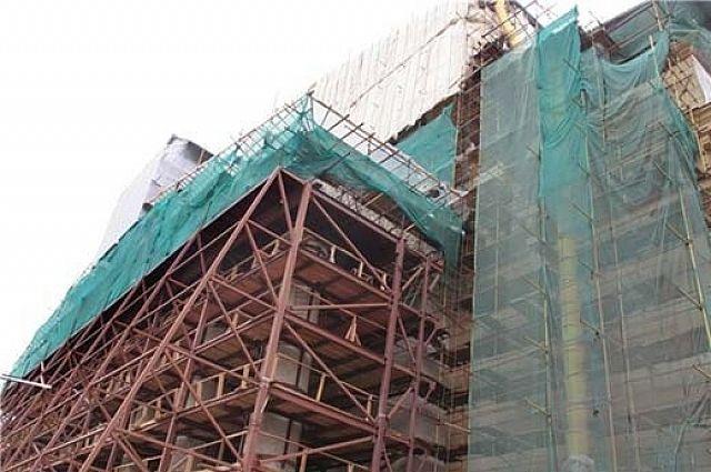 При строительстве домов необходимо соблюдать технику безопасности.