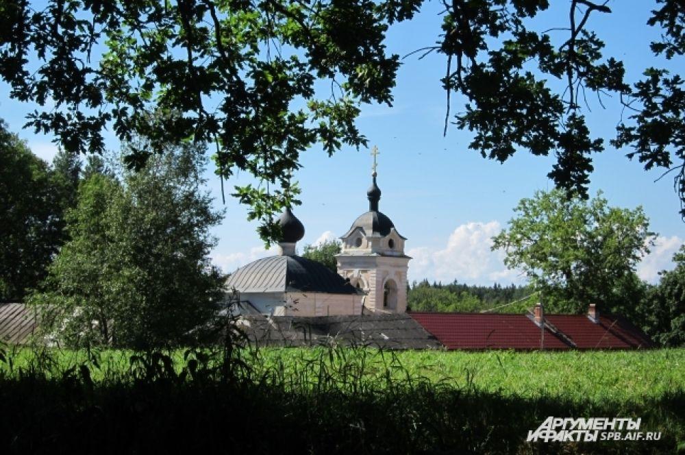 В настоящее время в скиту живет иеросхимонах о. Варахиил. Вход мирянам внутрь скита без специального благословения запрещён.