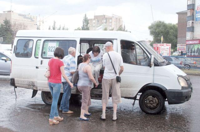 За 32 рубля не многие омичи заходят ехать на маршрутке.