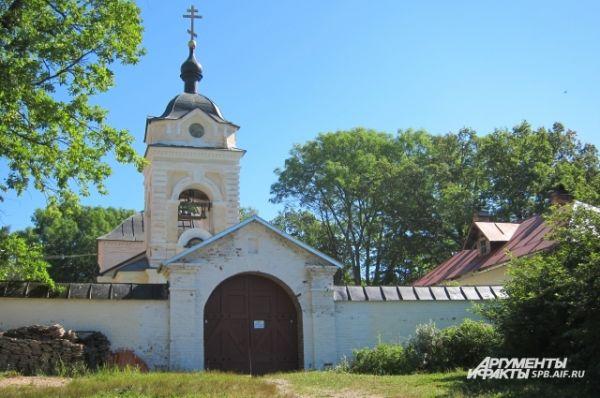 Казанский скит находится на вершине Святой горы. Он был построен в 1794—1796 годах.