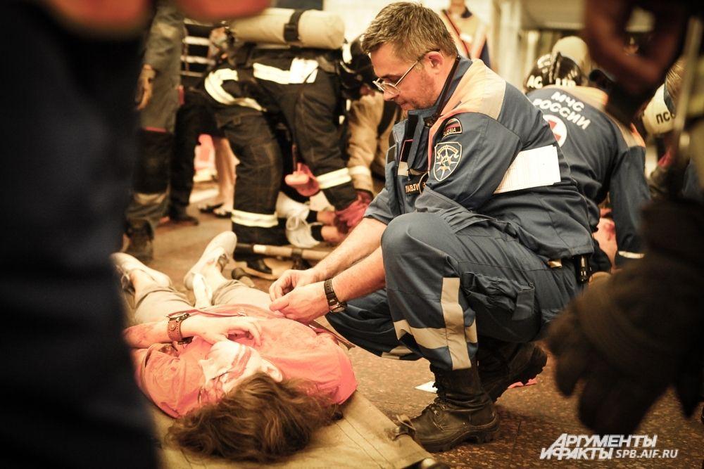 Для большей реалистичности статистам был наложен профессиональный грим, имитирующий наиболее тяжелые ранения.