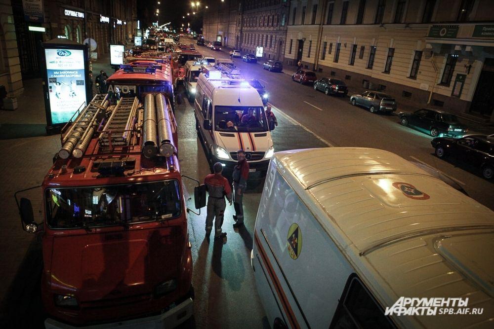 Всего в учениях приняли участие 32 единицы основной и специальной пожарно-спасательной техники и более ста пятидесяти человек личного состава, 17 бригад скорой помощи, сотрудники полиции и представители других служб жизнеобеспечения города.