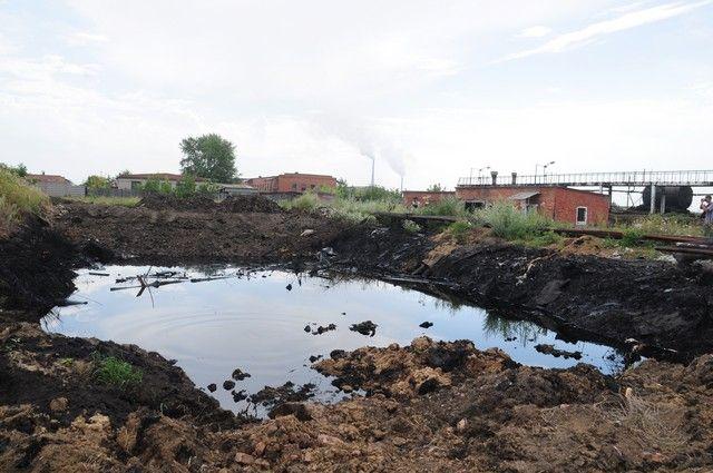 В поселке Степной мазут отравляет жизнь местных жителей.