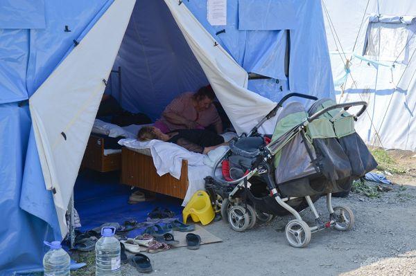 Тем не менее, места для размещения всех беженцев не хватает – лагеря перенаселены.