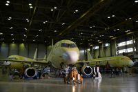 Самолеты Sukhoi Superjet 100 в цехе окончательной сборки в Комсомольском-на-Амуре.