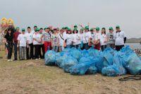 В этом году сотрудники  филиала  «Пивоварня «Хейнекен Байкал  очищали от мусора береговую линию и стихийные свалки рядом с палаточными стоянками.