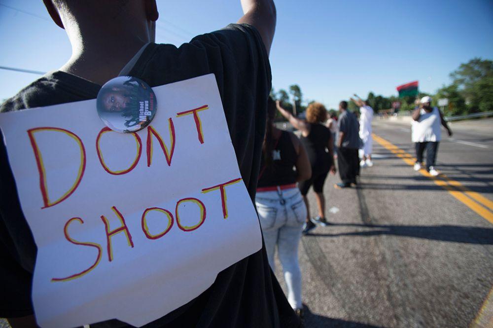 Один из лидеров активистов по борьбе за гражданские права утверждает, что нежеланием выдать своего сотрудника полиция дискредитирует себя. «Люди теперь ничему не доверяют», - сказал Эл Шарптон.