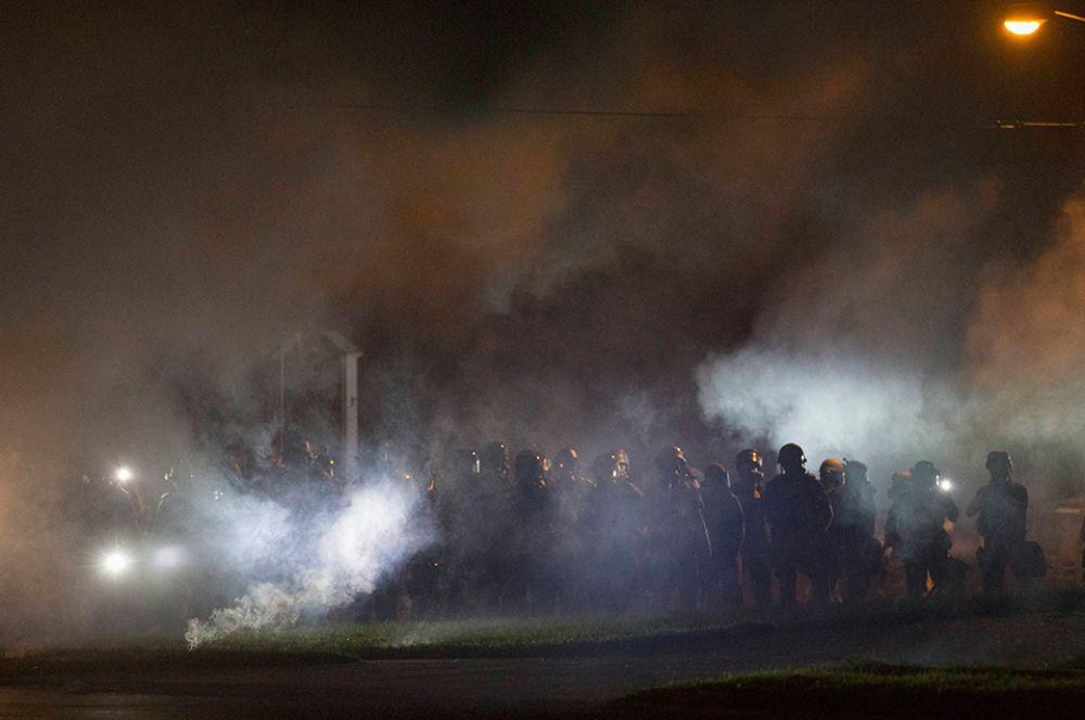 Силовики применили против митингующих слезоточивый газ и резиновые пули.