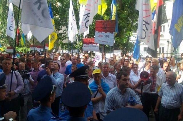 Митинг у админсуда Киева о запрете КПУ