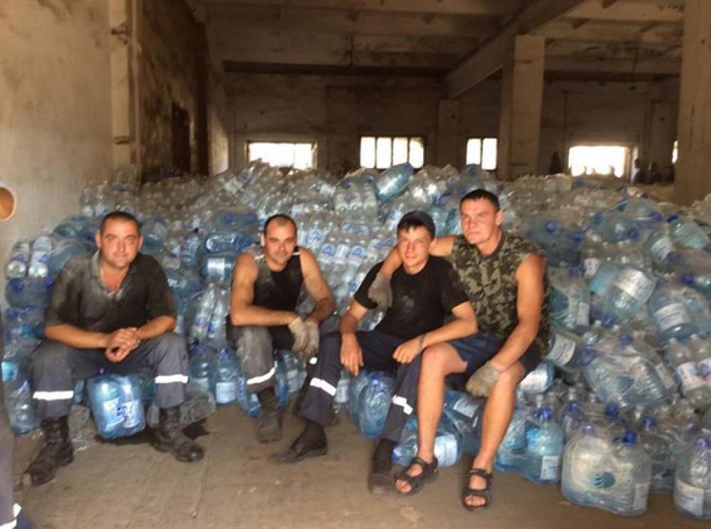 Разгрузка гуманитарки от Украины