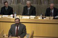 Председатель Центрального банка РФ Сергей Константинович Дубинин выступает на расширенном заседании Правительства РФ. 1998 год.