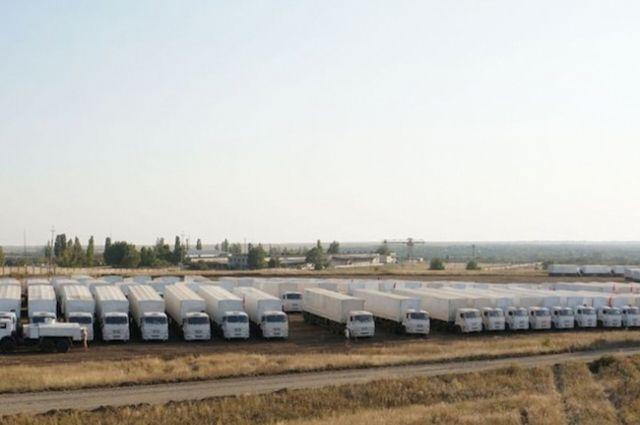 Колонна грузовиков с гуманитарной помощью