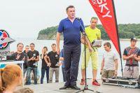 Владимир Миклушевский поздравляет спортсменов - участников фестиваля «Лето на Русском».