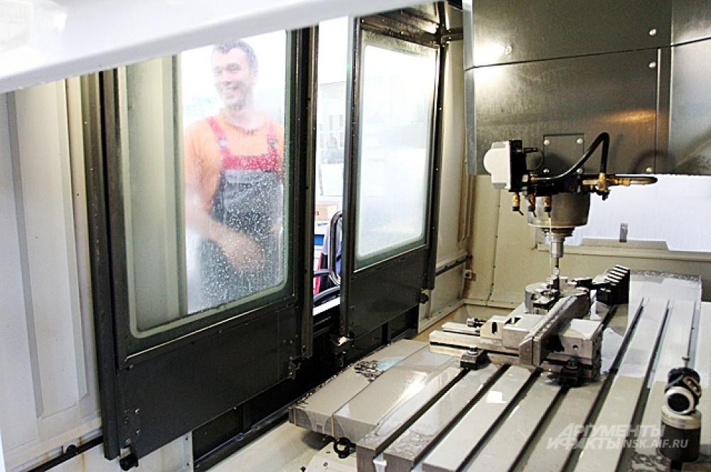 Станок с программным управлением - единственный вид роботов на производстве.