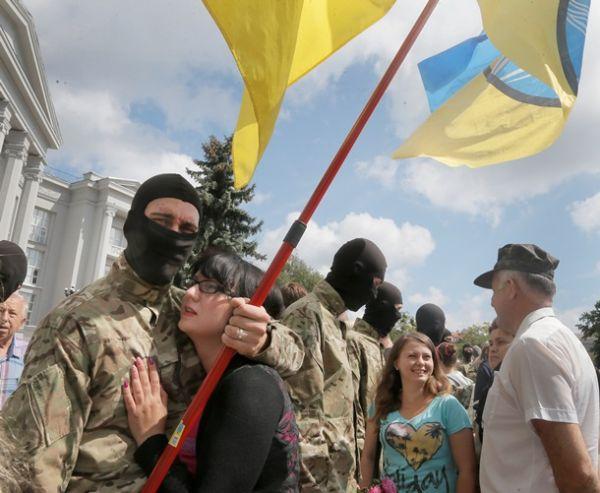 Бойцов батальона «Азов» провожали в зону АТО