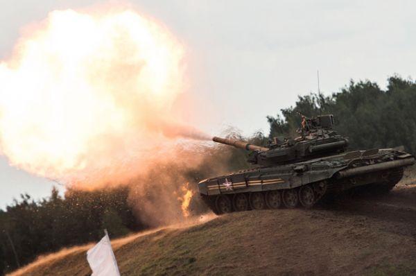 В рамках демонстрационной программы выставки можно было не только насладиться танцами в исполнении российских Т-90, но и увидеть всю их боевую мощь.