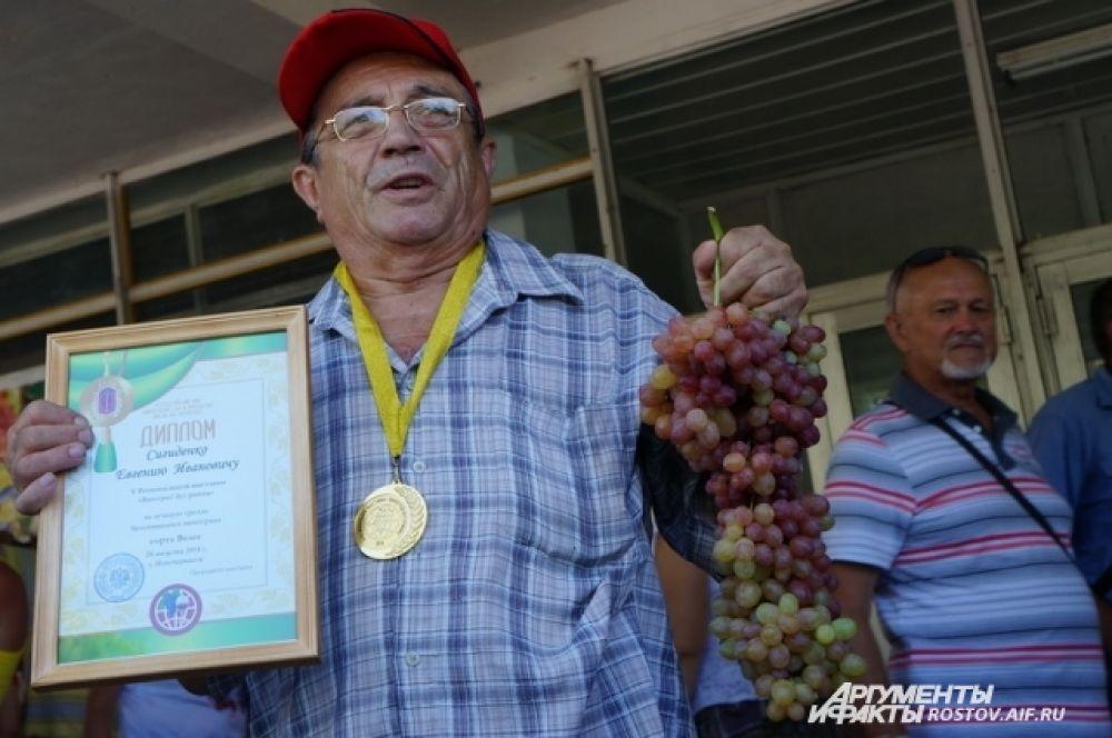 Виноградарь из Каменска-Шахтинского Евгений Сигиденко.