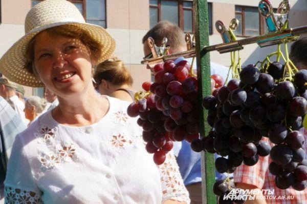 Скажите –это настоящий виноград?