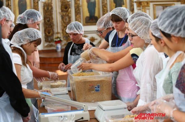 За один день удалось расфасовать тысячу обедов.