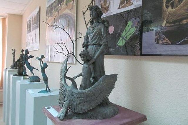 Судя по представленным работам, нынешние скульпторы далеки от авангардных направлений в искусстве.