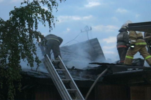 Дом загорелся рано утром.