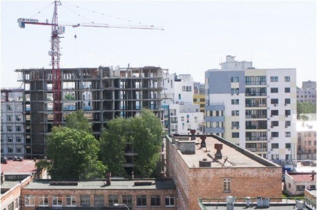 Кроме жилья в городе строят социальные объекты. Например, столько детсадов город не вводил давно.