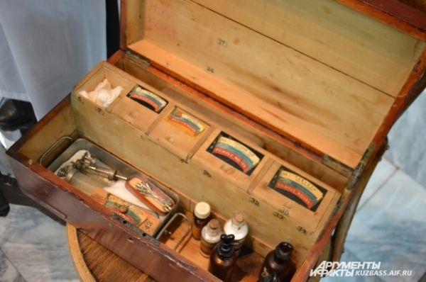 Аптечка для оказания первой медицинской помощи.
