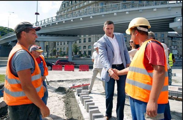 Развязка на Почтовой площади для проезда транспорта полностью открыта