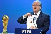 Президент Международной федерации футбольных ассоциаций (ФИФА) Йозеф Блаттер объявляет Россию страной, получившей право проведения чемпионата мира по футболу в 2018 году.